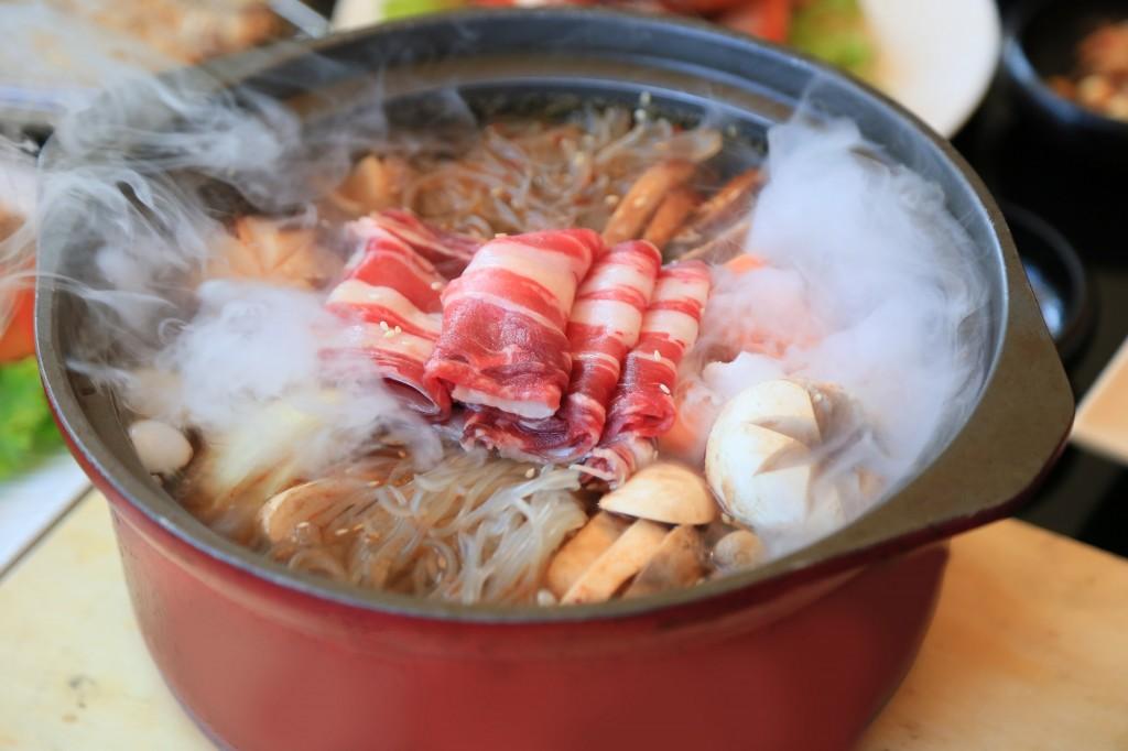 韩式牛肉菌菇火锅